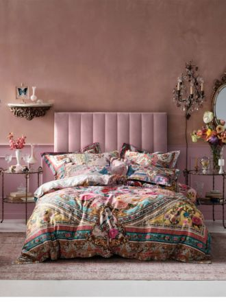 Party in the Palace Quilt Cover set